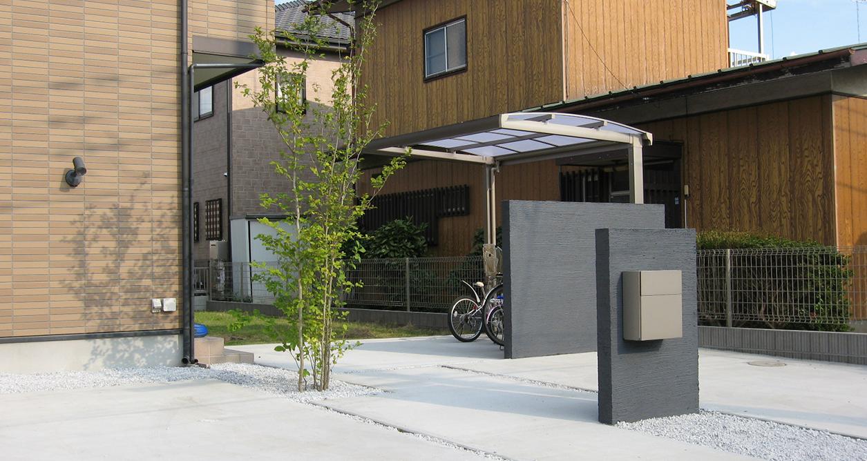 広い駐車スペースと<br /> サイクリングポート